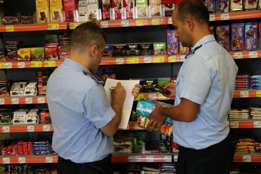 Rize'de marketlerde etiket fiyatı denetimi